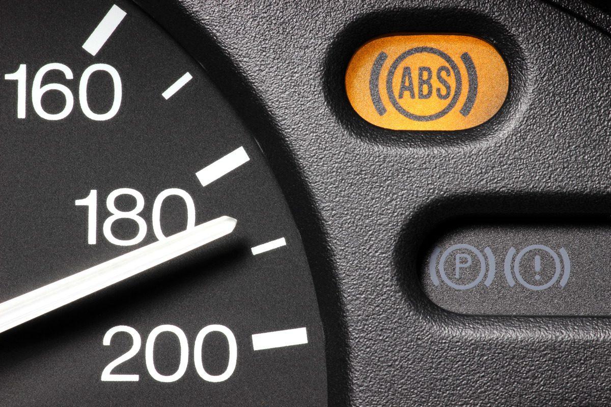 Die ABS-Warnlampe leuchtet auf
